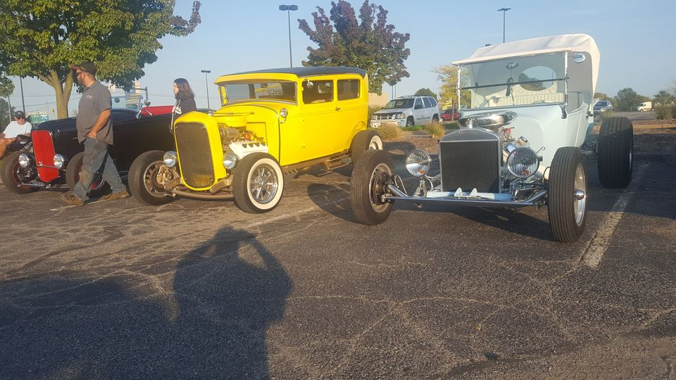New Castle Friday Car Cruise at King's and Union Square